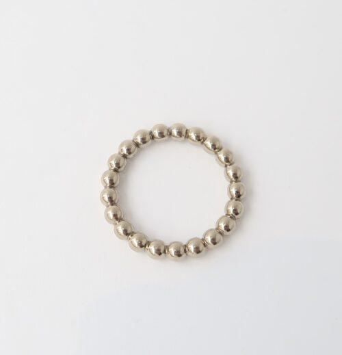 witgouden bolletjes ring