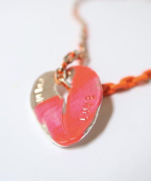 BROKEN heart collier