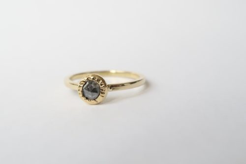 Een Donkere Sprankelende Diamant