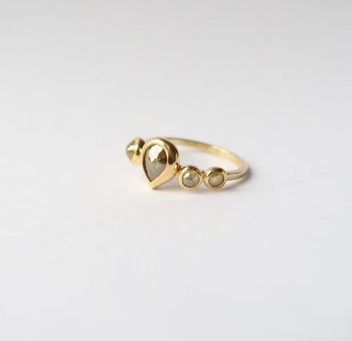 Weelderige Ring met Flonkerende Fancy Diamonds